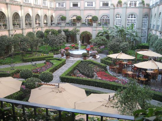 Four Seasons Mexico City: Courtyard from our balcony