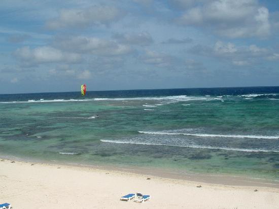 Wyndham Reef Resort: Reef water skiing