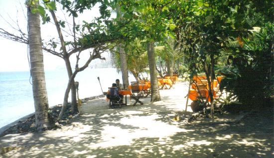 Alang-Alang Boutique Beach Hotel : Restaurant on Alang-Alang looking to the beach