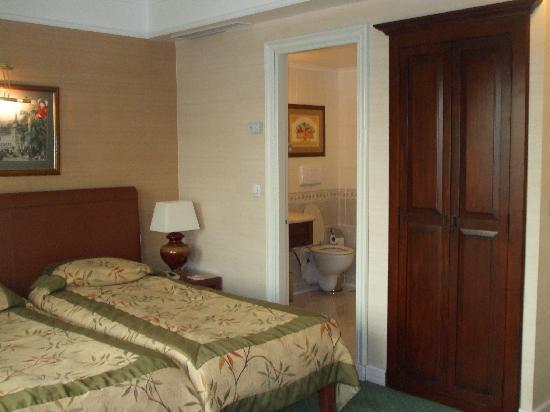 Cartoon Hotel: Room
