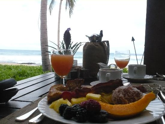 Paniolo Greens Resort: Try the 5 star breakfast buffets at nearby resorts - Great Views at not add'l charge :0)