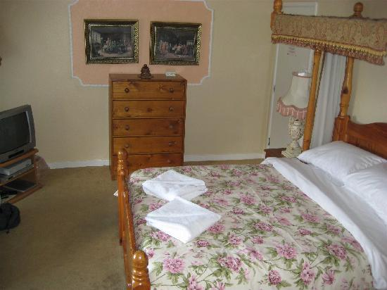 Britannia Inn: Suite Bedroom at the Inn