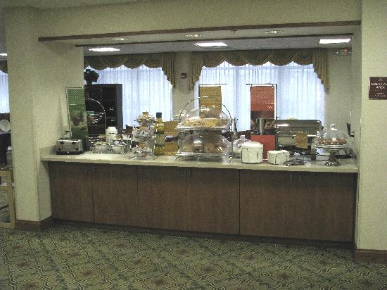 Hampton Inn Youngstown North : Breakfast Bar