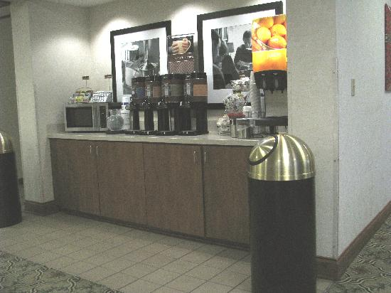 Hampton Inn Youngstown North : Coffee and Juice Bar