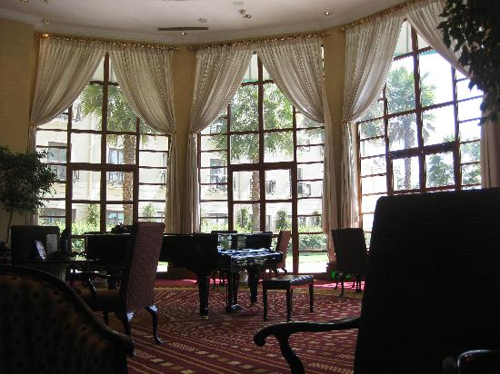 Sheraton Addis, a Luxury Collection Hotel: Sheraton lobby bar 2
