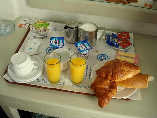 Hotel Excel : Breakfast Delivered to Your Room for 1 TD