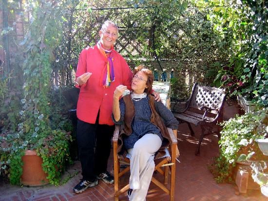 Ca' Fosca due Torri: Talking Hands on the patio