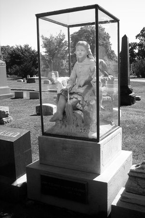 Graceland Cemetery : Tomb of Inez Clark with Marble Statue Under Glass