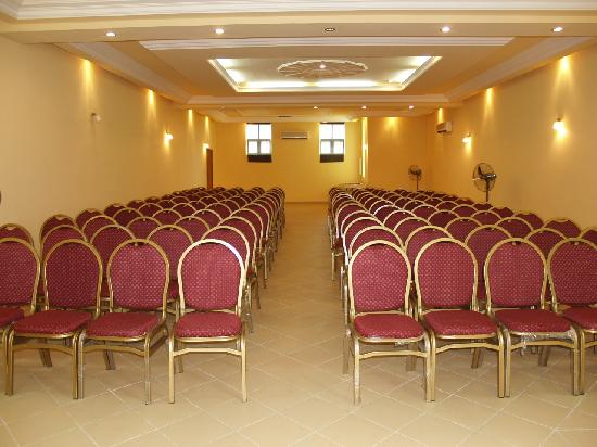 Golden Tulip Essential, Benin City: Caucus mini hall
