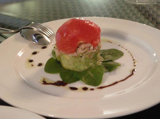 Spasso Italian Bar & Restaurant: マグロ、アボカドとトマトのサラダ