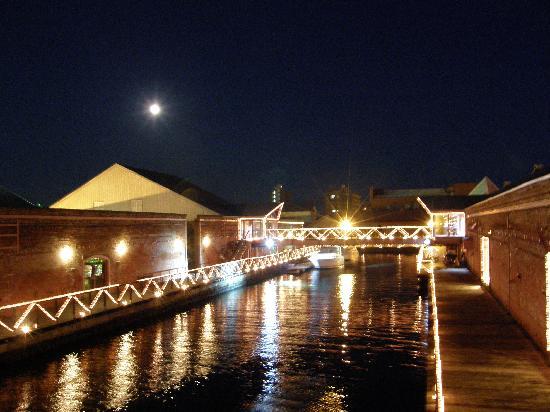 Mount Hakodate: レンガ倉庫の運河、15夜の夜景
