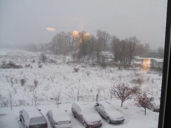 Hampton Inn Ashtabula: What it looked like out our window the next morning.. .