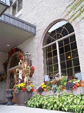 Stone Gate Inn: Beautiful Fall Decorations
