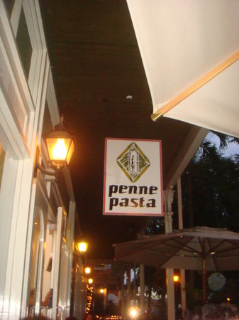 Penne Pasta Cafe : Sit ouside and enjoy the Front St. adjacent atmosphere.