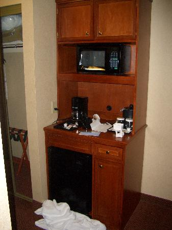 Hilton Garden Inn Columbus/Polaris: Coffee Maker and Microwave