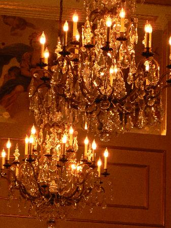 King Cole Bar : Astor Court chandeliers are EVERYWHERE!