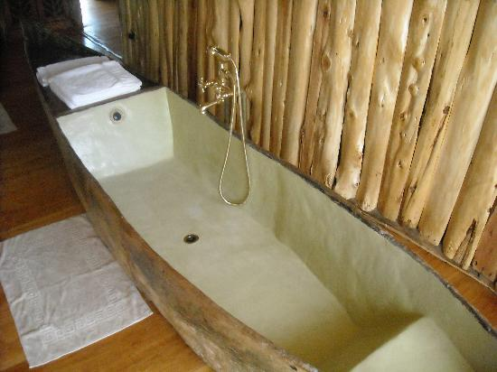 Ngong House: Bathtub!!