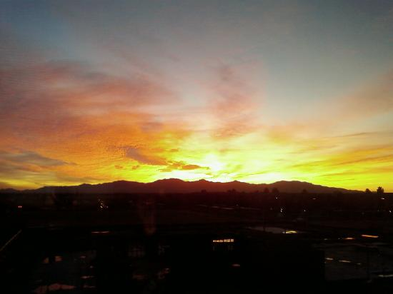 Hampton Inn Suites Phoenix Surprise: Another spectacular Arizona sunset!