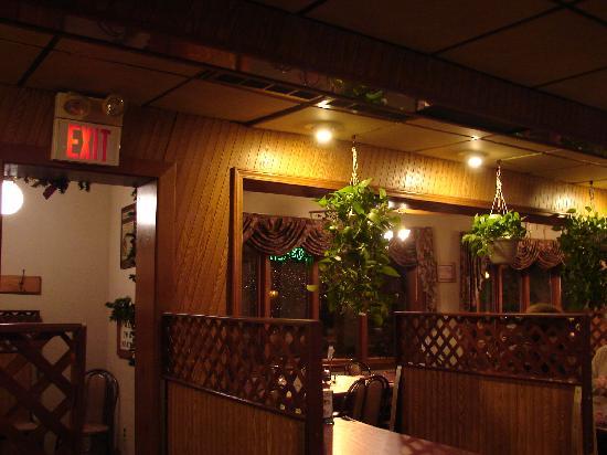 Orlando's Pizza: Orlando's Geneva Interior