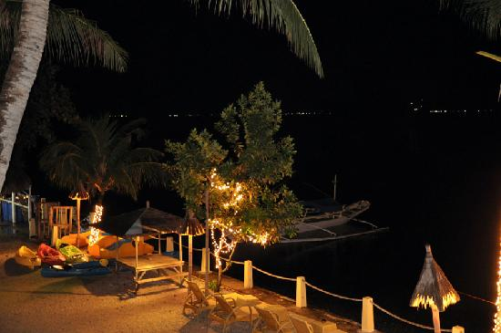 Solana: Dive boat by Night - Very James Bond when doing a night dive