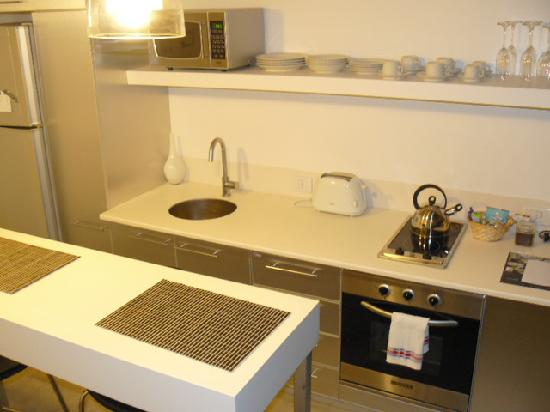 Hollywood Suites & Lofts: Kitchen