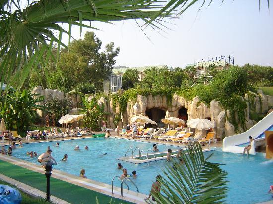 Le bassin pour les petits picture of le jardin resort for Jardin resort