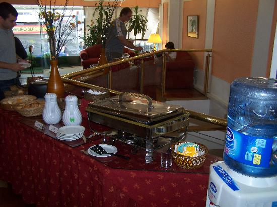 Cabildo Suites Hotel: Ample breakfast served every morning