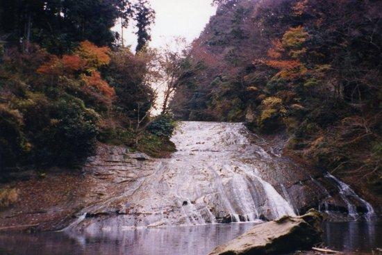 Otaki-machi, Japan: なだらかな養老の滝。