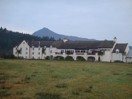 Auchrannie Spa Resort: View of Spa Hotel from grounds