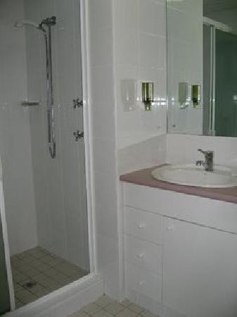 Nan Tien Temple Pilgrim Lodge: Double Room Toilet