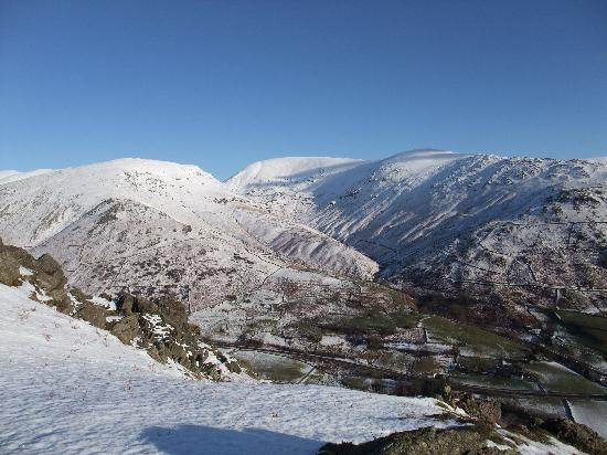 Ferndale Lodge: View of Great Rigg from the top of the Lion and the Lamb ( Helm Crag )