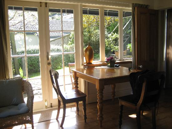 Austinvilla Bed and Breakfast : Dining Area in the Garden Suite