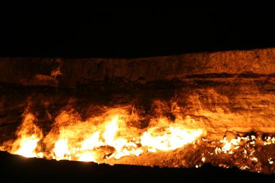 Türkmenistan: Darvaza gas crater - la porta dell'inferno