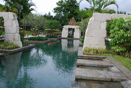Sheraton Mustika Yogyakarta Resort and Spa: The pool