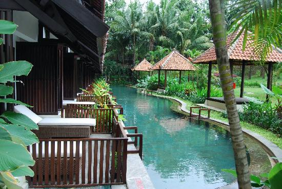 Depok, Indonesien: Pool access rooms on Level 1