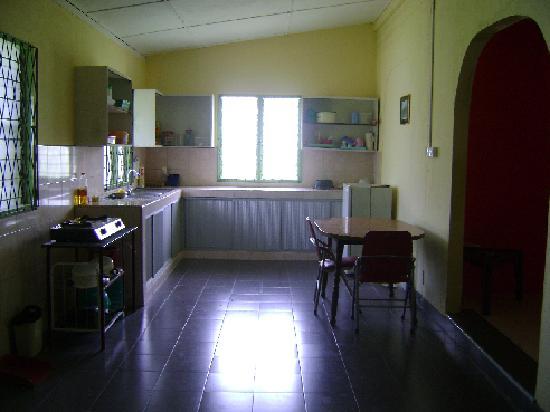 Seri Santubong Guesthouse: Kitchen