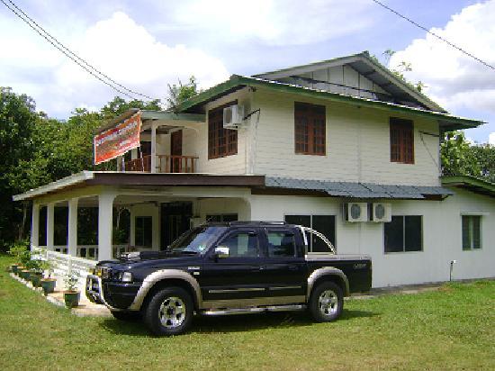 Seri Santubong Guesthouse: Side view
