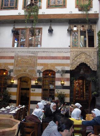 Al Khawali Restaurant: MAIN PATIO