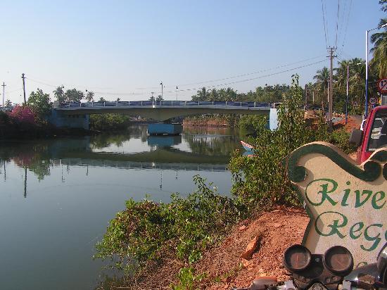 Riverside Regency Resort: Baga Bridge and river outside Riverside Regency