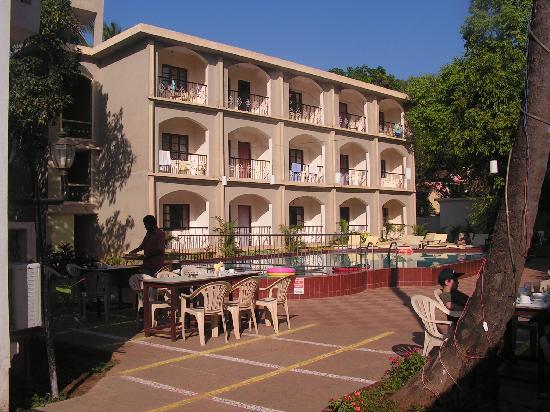 Riverside Regency Resort: Riverside Regency Pool and accomodation block