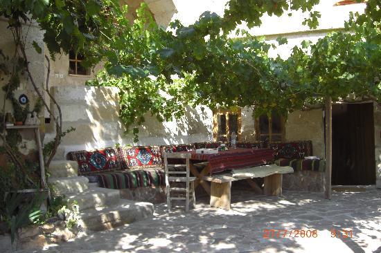 Fairy Chimney Inn: Dining area on terrace