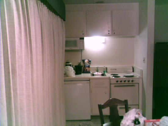 "Coral Reef Inn & Suites: ""Kitchenette"""