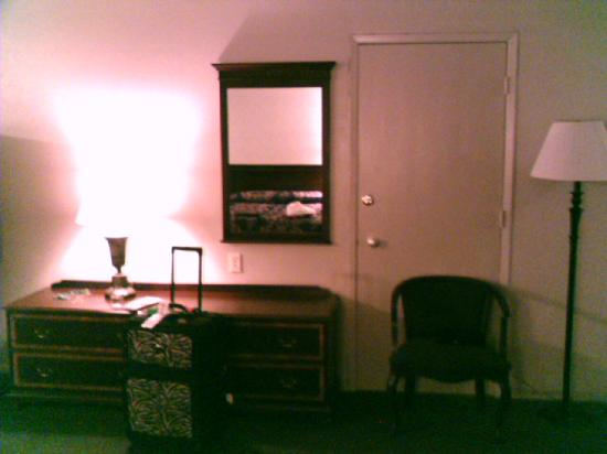 Coral Reef Inn & Suites: Picture of my room