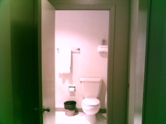 Coral Reef Inn & Suites: bathroom