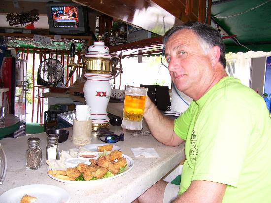 Kelley's Sports Bar and Grill: two beer chicken wings
