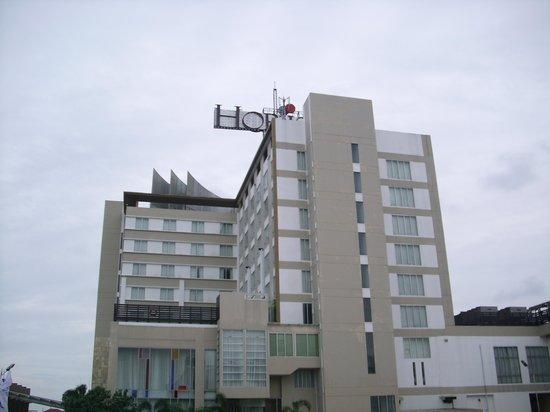 The Arista Hotel Palembang: Hotel Exterior