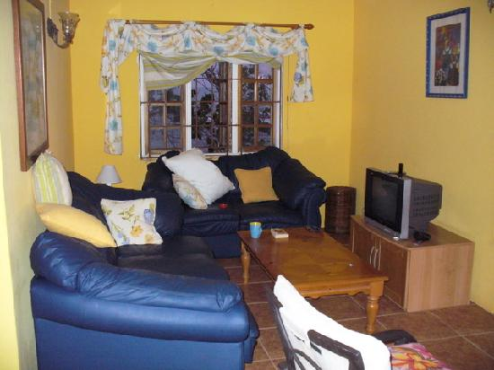 Sparkling Waters Villas : living room