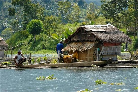 Cotabato City, Filippinene: Lake Sebu, Fishermen near cottage