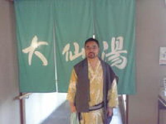 Daisenya: 宿のお風呂の入口です。浴衣を着ると温泉気分をたっぷり満喫できました。