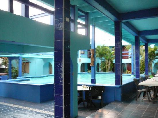 Coconuts Caribbean Resort : Coconut Courtyard